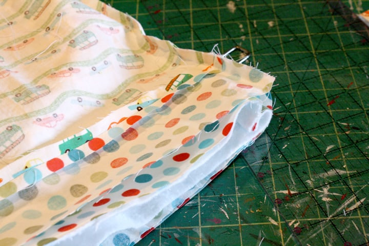 Assembling a tote bag and lining on Little Red Window