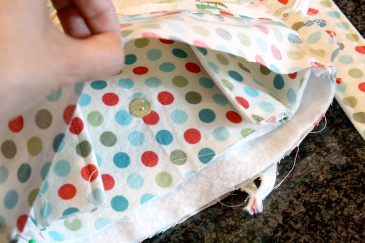 Assembling a tote bag and lining and straps on Little Red Window