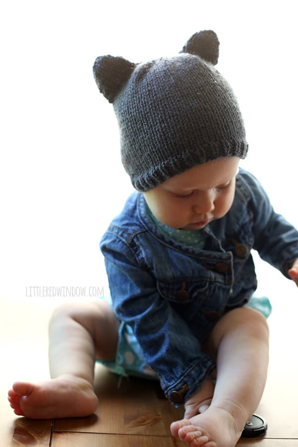 Baby Bear Hat Knitting Pattern (Free!), a cute and simple little baby hat with ears! - littleredwindow.com