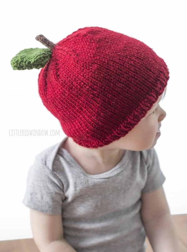 Adorable Apple Hat Knitting Pattern for newborns, babies and toddlers! | littleredwindow.com