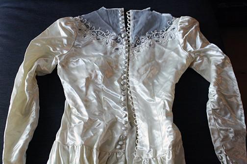 DIY Vintage Wedding Dress Pendant Necklace - use a scrap to make a beautiful keepsake necklace! via littleredwindow.com