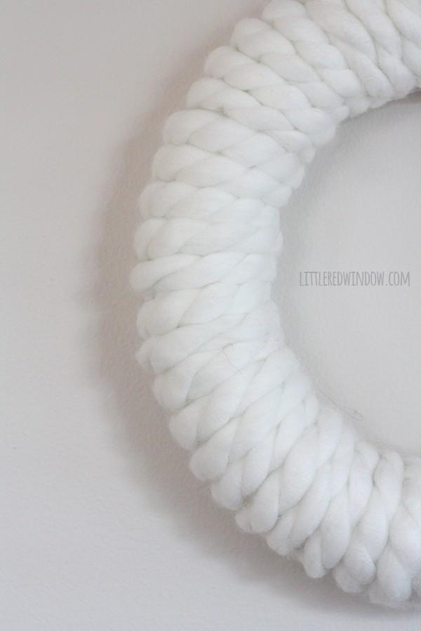 Chunky Yarn Christmas Wreath | littleredwindow.com