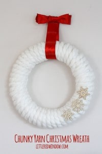 Chunky Yarn Christmas Wreath | littleredwindow.com