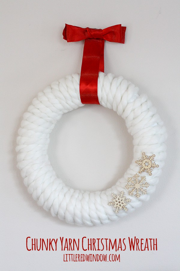 Chunky Yarn Christmas Wreath   littleredwindow.com