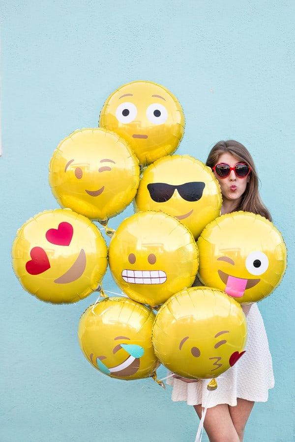 DIY-Emoji-Balloons4-600x900