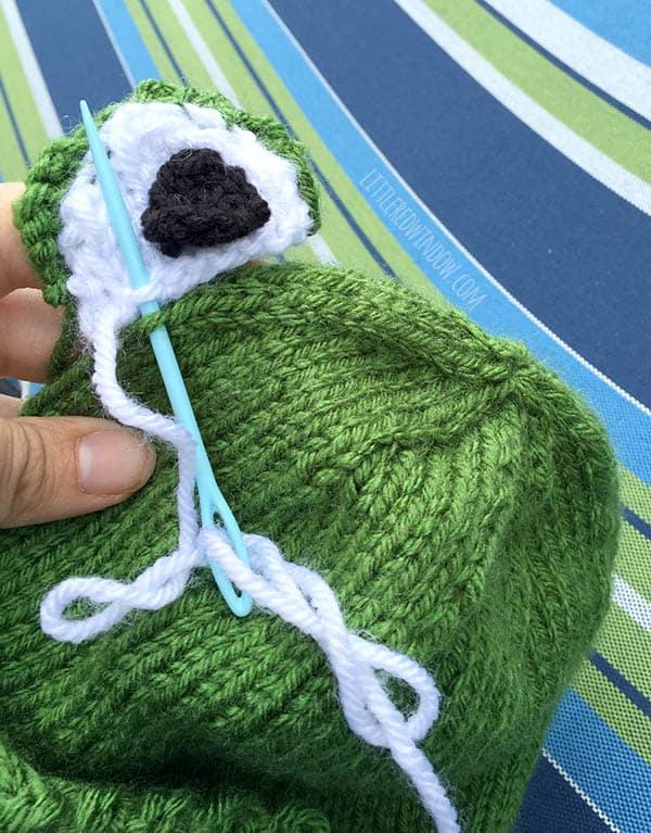 Free Knit Pattern Baby Frog Hat : Funny Frog Hat Knitting Pattern - Little Red Window