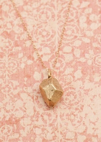 gold_from_any_angle_necklace_01