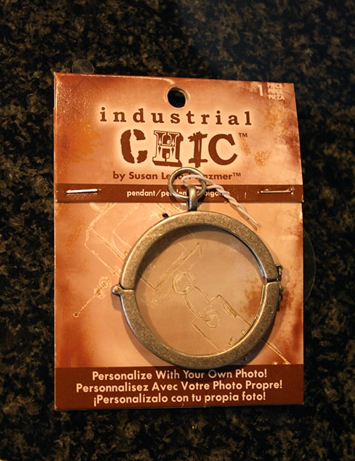 Package of Industrial Chic brand photo pendant