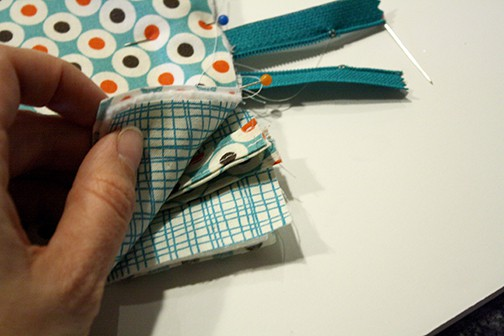Simple Zipper Pencil Case Tutorial | littleredwindow.com | A simplified, easy tutorial to make a cute zippered pencil case!