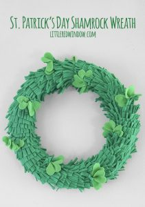 Make this adorable St. Patrick's Day Shamrock wreath with felt, it's a fun and easy project!
