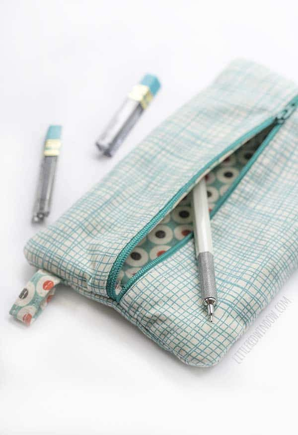 How to sew a simple and super easy zipper pencil case from your favorite fabric!