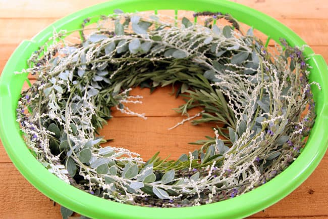 make-wreath-quick-easy-hack-apieceofrainbowblog-14