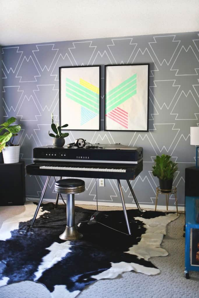Gray wall with white geometric pattern drawn on it