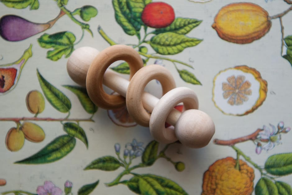 diy_montessori_rattle_feature-940x627