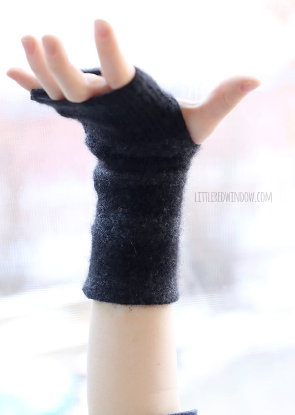 Super Simple Upcycled Felted Fingerless Gloves | littleredwindow.com