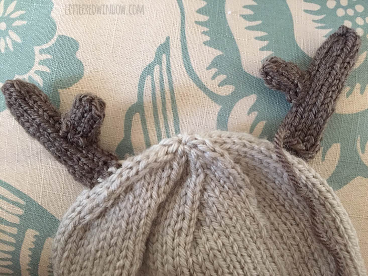 Free Tiny Reindeer Hat Knitting Pattern, perfect for Christmas! | littleredwindow.com