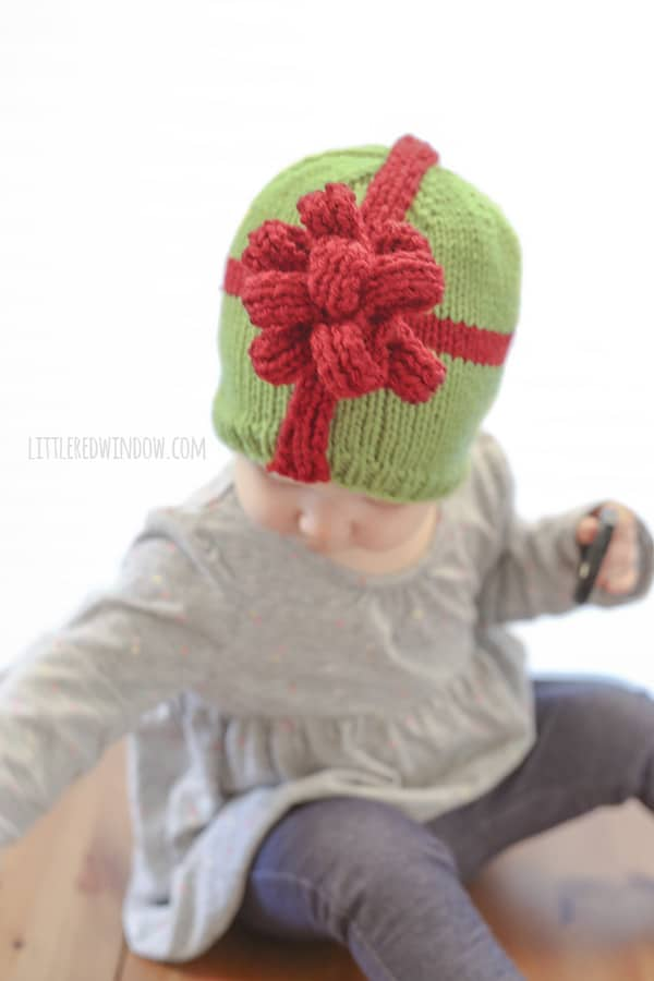 Wrap up your sweetest gift with this adorable Christmas Present Bow Hat Knitting Pattern for newborns, babies and toddlers! | littleredwindow.com