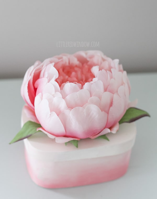 Pretty DIY Flower Top Trinket Box, keep your special things in this gorgeous ombré box! | littleredwindow.com