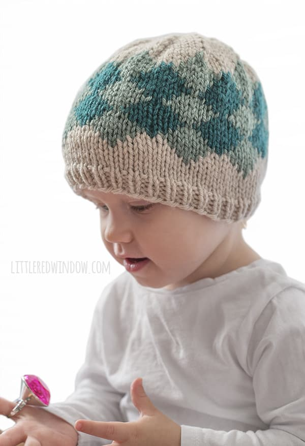 Simple Diamond Hat Knitting Pattern, this fair isle knitting pattern is perfect for newborns, babies and toddlers! | littleredwindow.com
