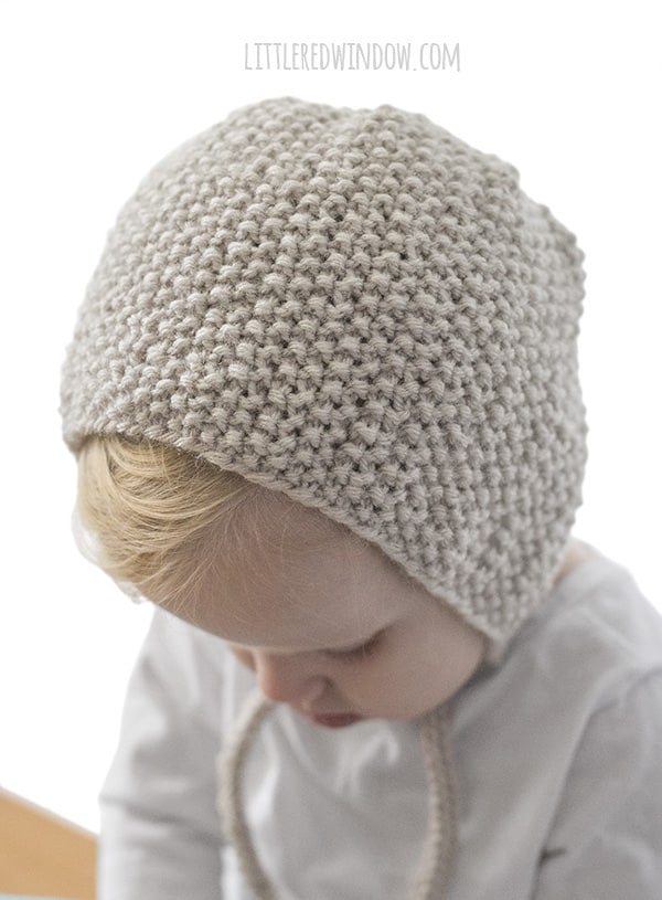 Seed Stitch Bonnet Knitting Pattern for babies and toddlers!   littleredwindow.com