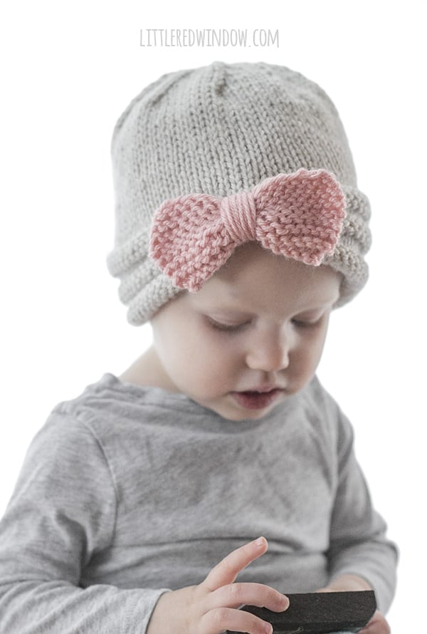 Gathered Bow Hat Knitting Pattern for newborns, babies and toddlers! | littleredwindow.com