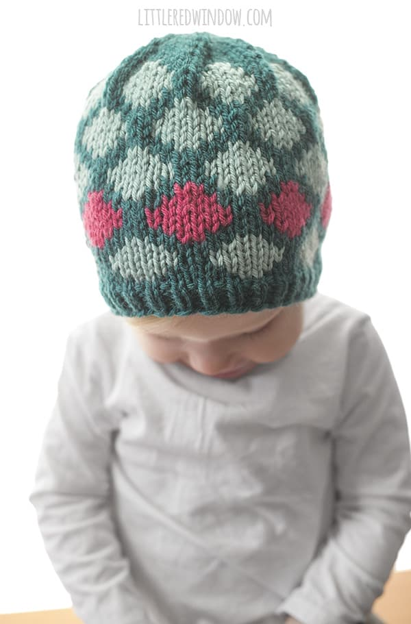 Contrast Diamond Hat Knitting Pattern for newborns, babies and toddlers! | littleredwindow.com