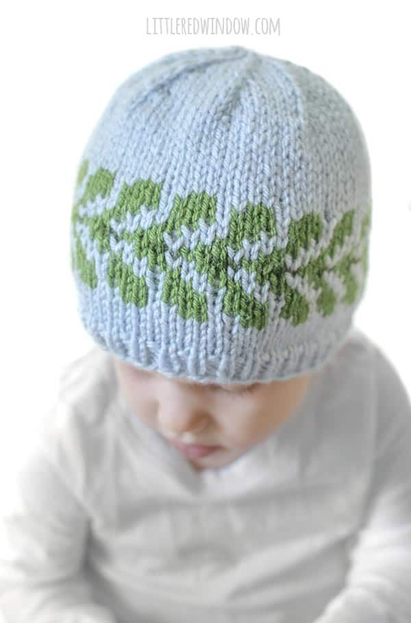 Closeup of the pretty green fair isle leaf pattern on the Vine Hat!