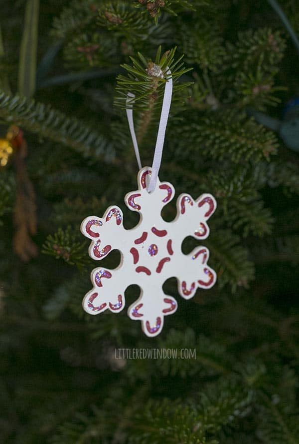 Pretty Sparkle Snowflake Ornaments, decorate some pretty, sparkly snowflake Christmas ornaments for your tree this year, each one is unique!