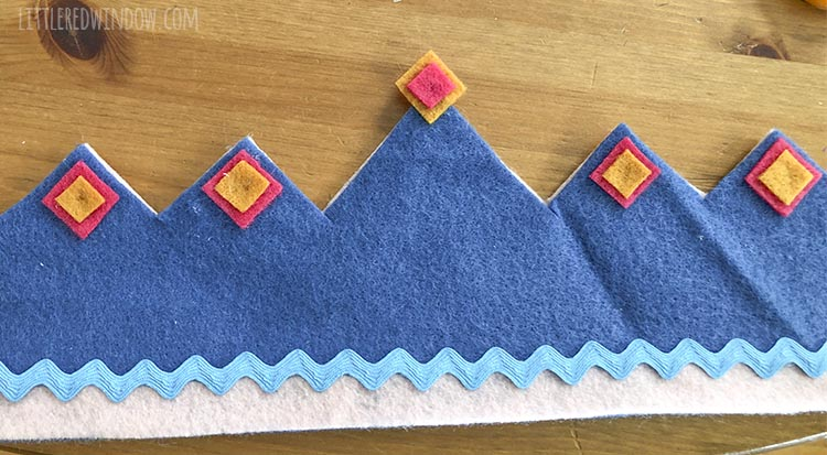 "Add some cute felt ""jewels"" to your DIY reversible birthday crown!"