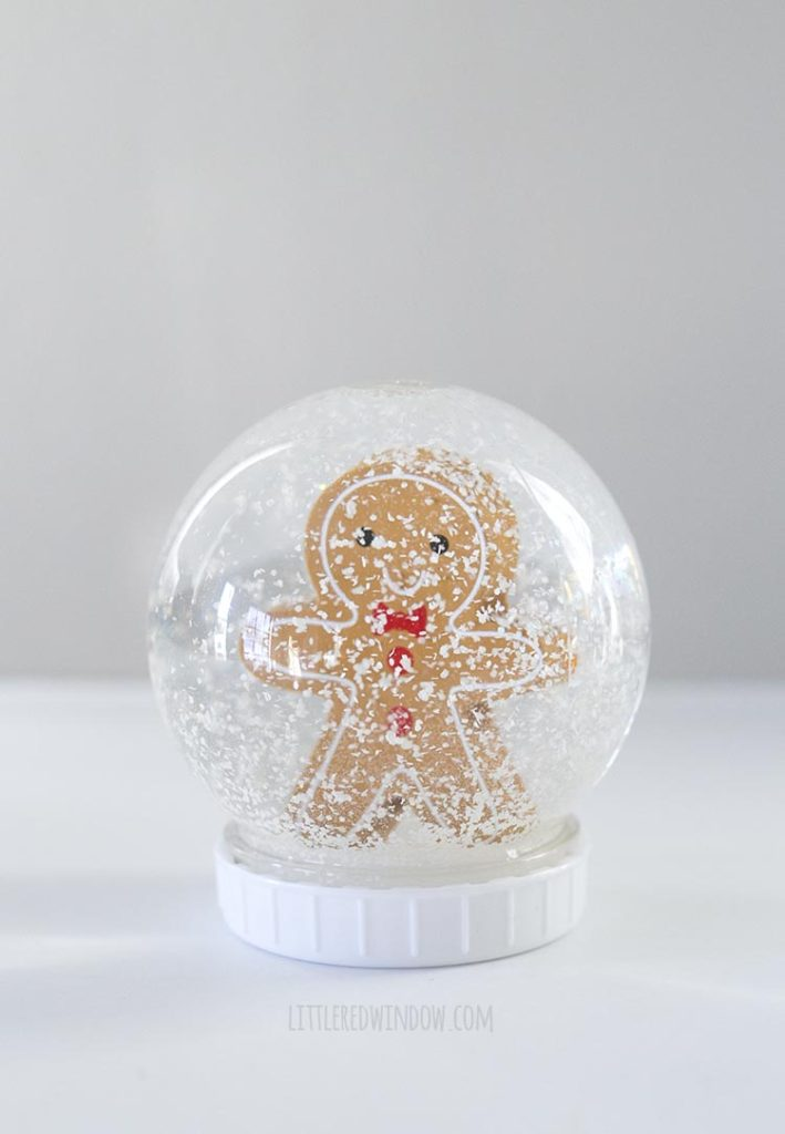 Cute DIY snowglobe with a gingerbread man inside!